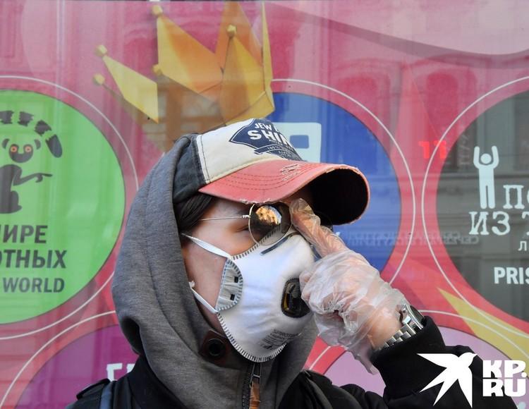 Маска, перчатки, очки... Достаточно ли этого, чтобы защититься от болезни?