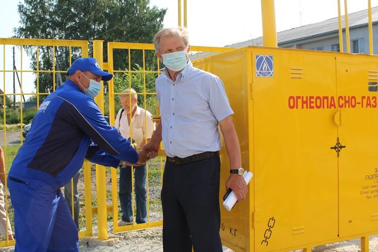 Газ запустил глава посёлка Горный Виктор Масал.