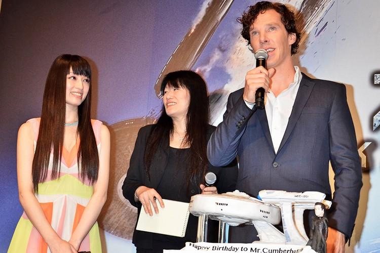 Еще один английский актер, сыгравший персонажа вселенной Marvel (Доктор Стрэндж), тоже любит публично вступаться за дам.