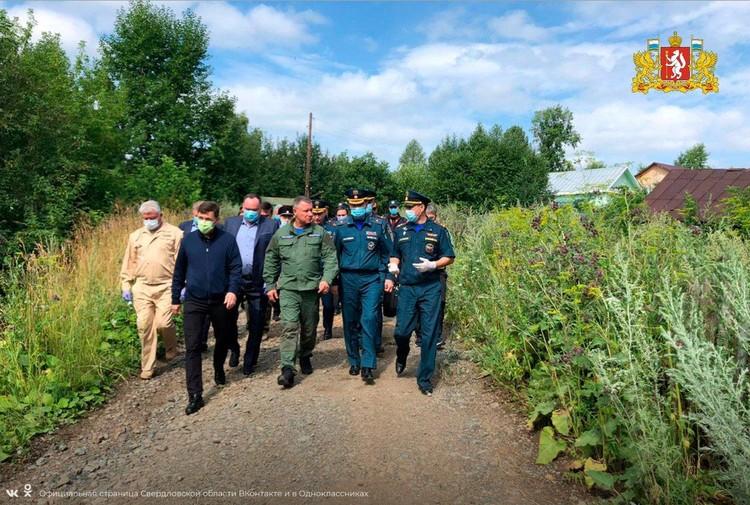 Министру МЧС России показали, как ликвидируются последствия потопа в Нижних Сергах. Фото: vk.com/svo196