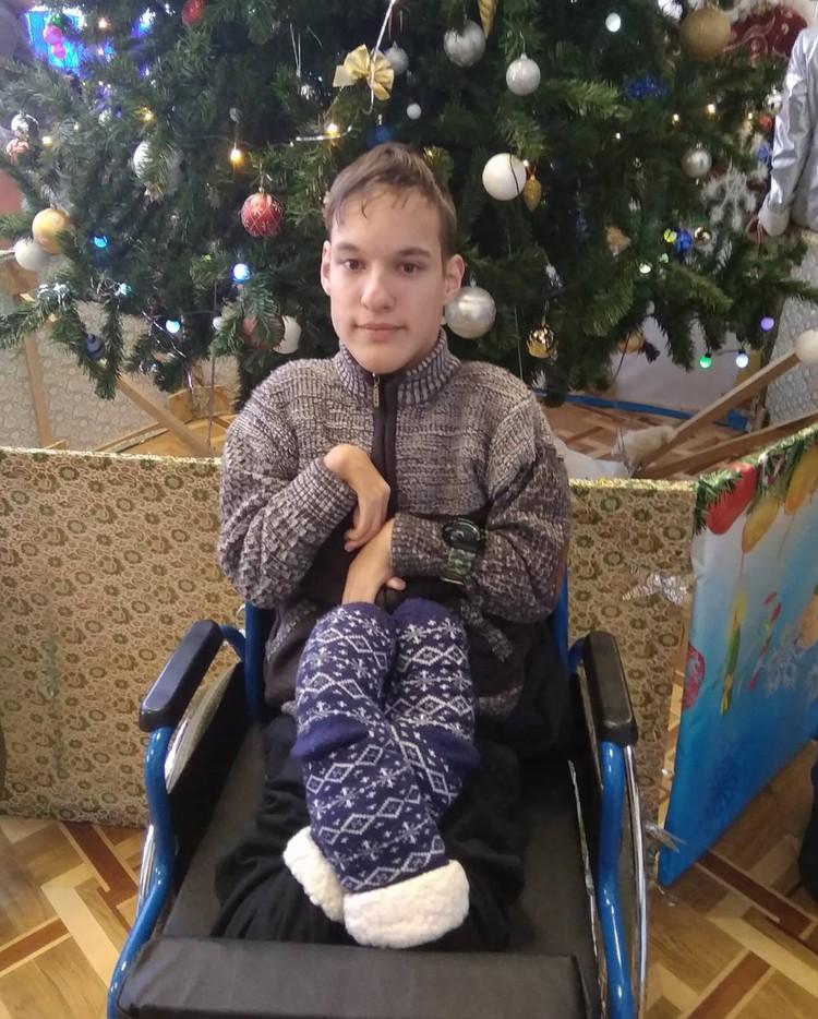 Участие в творческом конкурсе обернулось для Кирилла неожиданным подарком - встречей с семьей. Фото из личного архива.