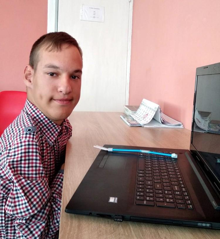 Кирилл говорит, что ему интересно было бы учиться чему- то связанному с компьютерами. Фото из личного архива.
