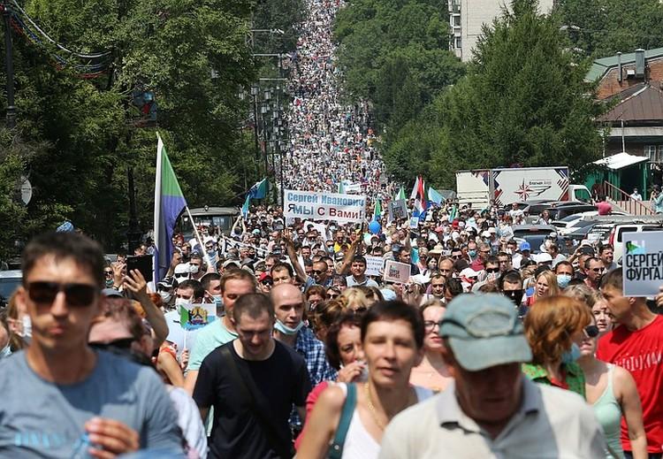 В поддержку экс-губернатора Фургала в Хабаровске прошли многотысячные митинги.