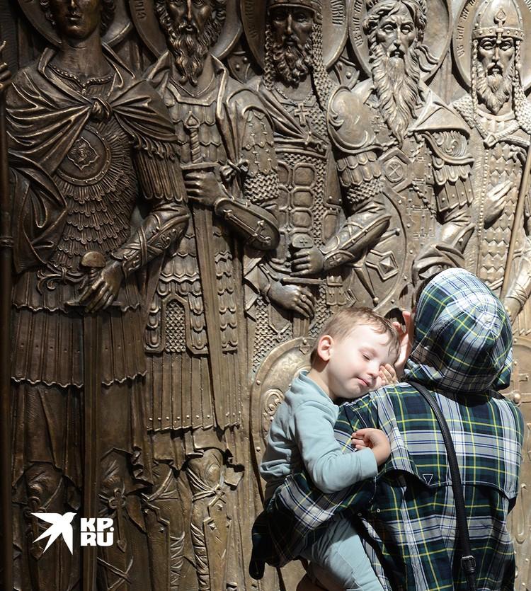 В помещении Храма Воскресения Христова (он же - Главный храм Вооружённых Сил России).