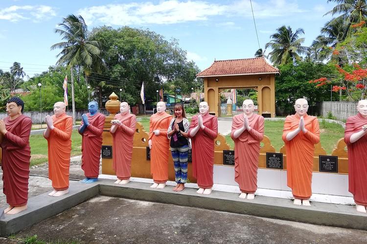 Сейчас на острове туристов начали впускать в храмы
