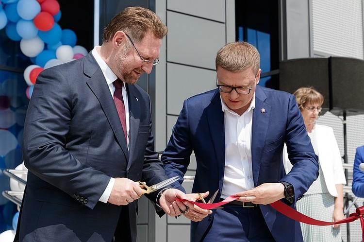 Алексей Текслер (на фото — справа) и Всеволод Левин на открытии ФОКа в Варне. Фото РМК.