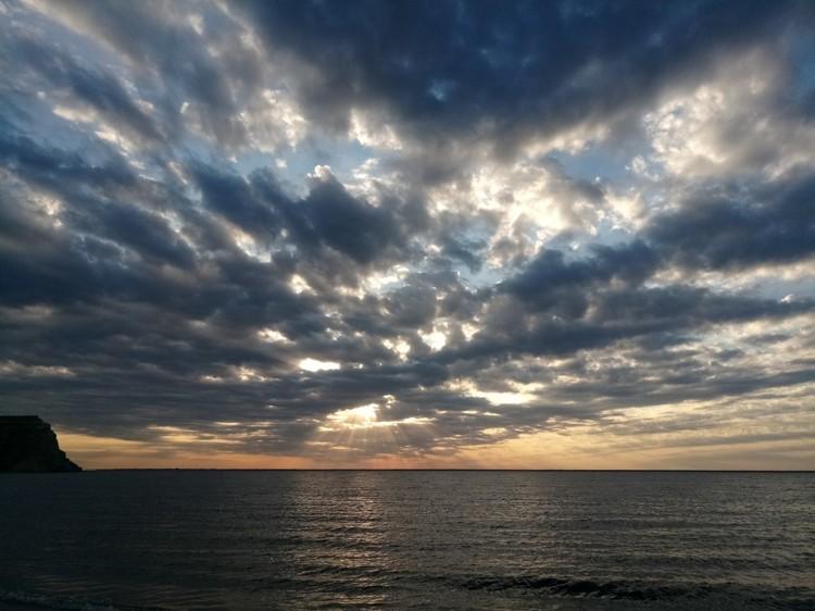 Рассветы на берегу Волги - удивительные.
