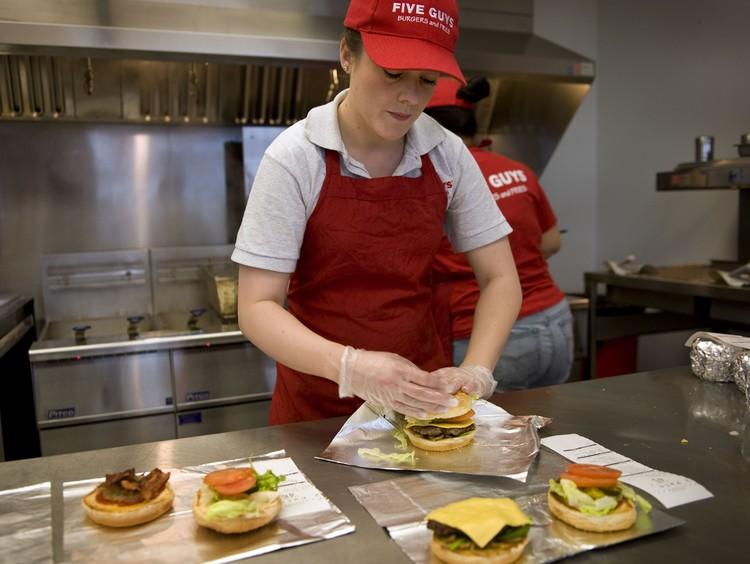 Существует множество необычных рецептов гамбургеров.