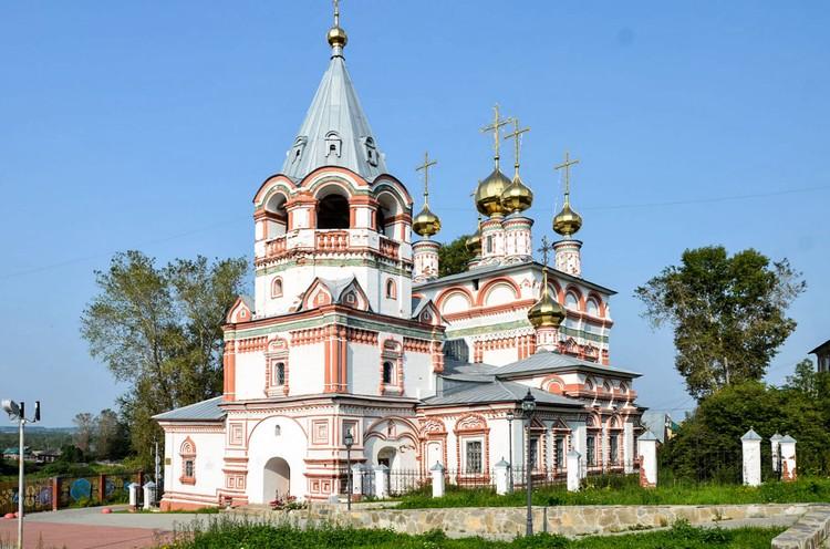 Древнейшая реликвия собора - образ Святителя Николая Чудотворца - подарок Иоанна Грозного. Фото: http://skm.solkam.ru/