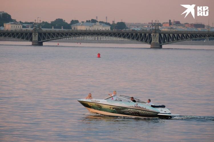 При желании можно арендовать катер или яхту и даже устроить пикник на воде