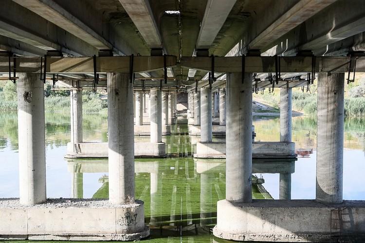Рабочие укрепят мост, повысив его грузоподъемность 20 тонн. Фото пресс-службы администрации Волгоградской области.