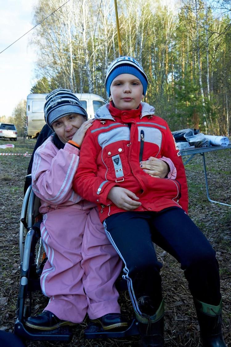 Сибирячка в коляске с самого рождения. Фото: Василий КОВАЛЬ