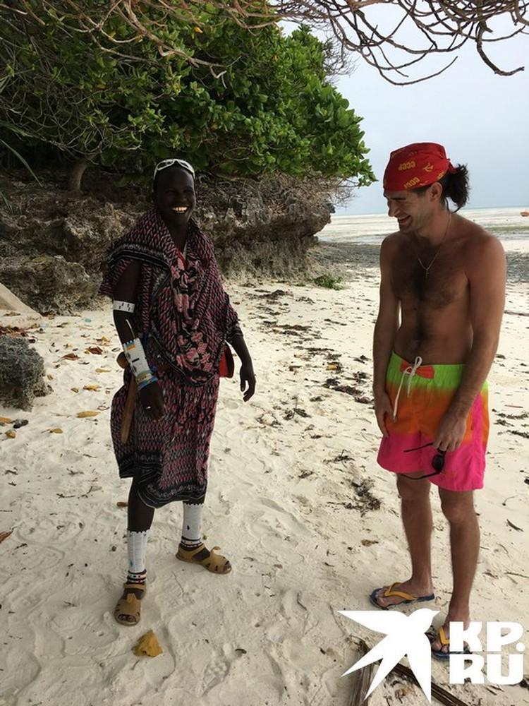 На любой части острова можно встретить представителей коренного африканского народа масаи.