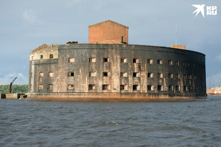 Любители острых ощущений смогут даже переночевать на острове-крепости