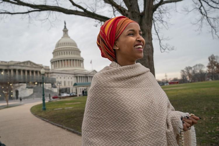 Будущая конгрессвумен родилась в Сомали. Жизнь в стране, охваченной гражданской войной, не ассоциируется со счастливым детством.
