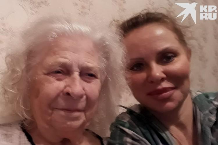 Пожилая сибирячка вместе со своей дочкой. Фото: личный архив.