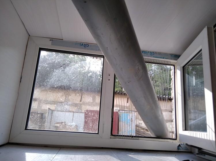 В качестве эксперимента ливневку вывели в окно