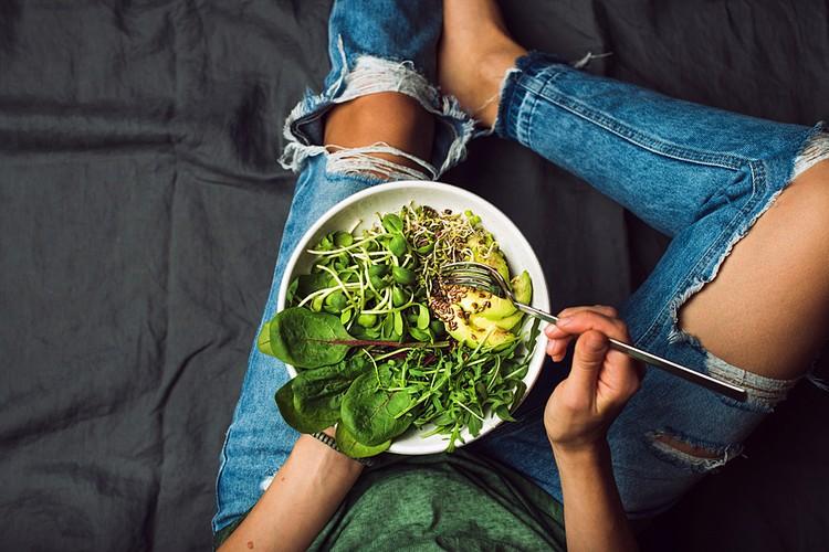 Включение авокадо в свою диету позволяет снизить уровень «плохого» холестерина и повысить уровень «хорошего»