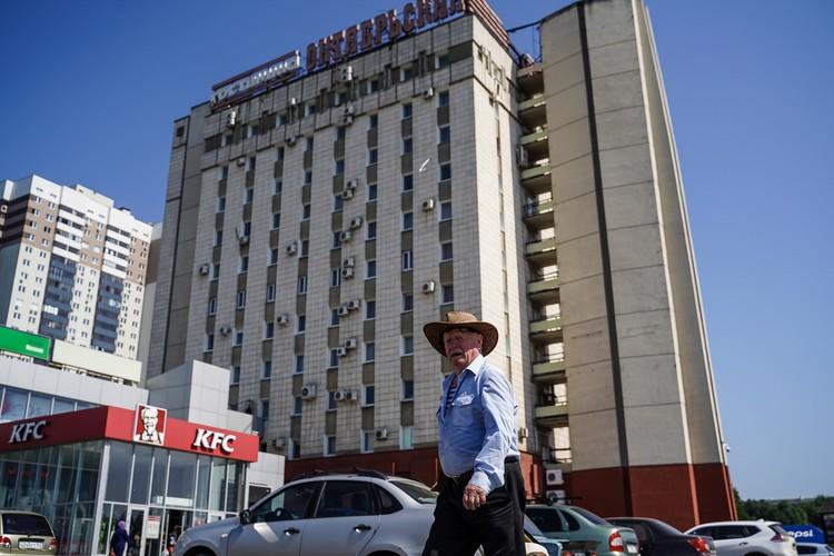 Гостиница Октябрьская — одно из памятных мест Советского района — была построена в 1980 году