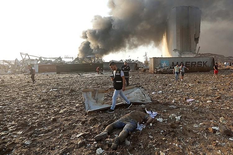 Портовая зона и прилегающие к ней кварталы почти полностью разрушены.