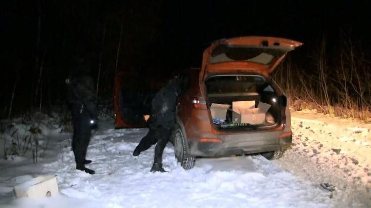 Оперативники задержали банду в лесу. Фото: УМВД Екатеринбурга
