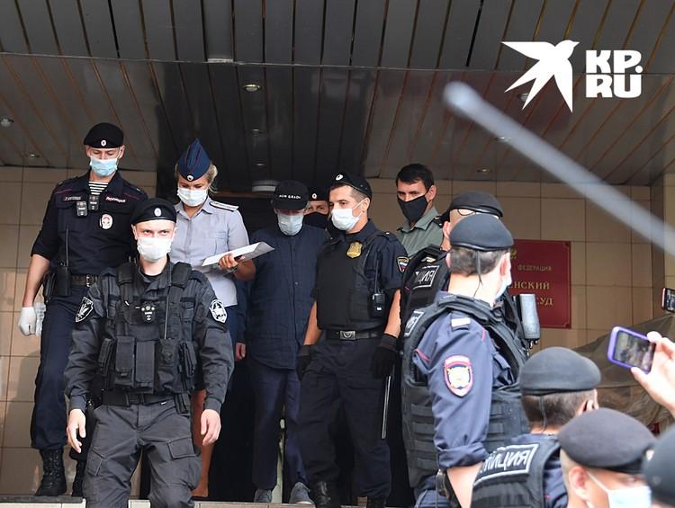 В Пресненском суде состоялось первое заседание по делу о смертельном ДТП с участием Михаила Ефремова