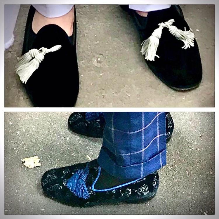 Но особая любовь адвоката - туфли, точнее - замшевые лоферы с кисточками, которые он меняет на каждом заседании