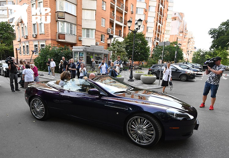 Автомобиль Добровинского: роскошный Aston Martin db 9 Volante