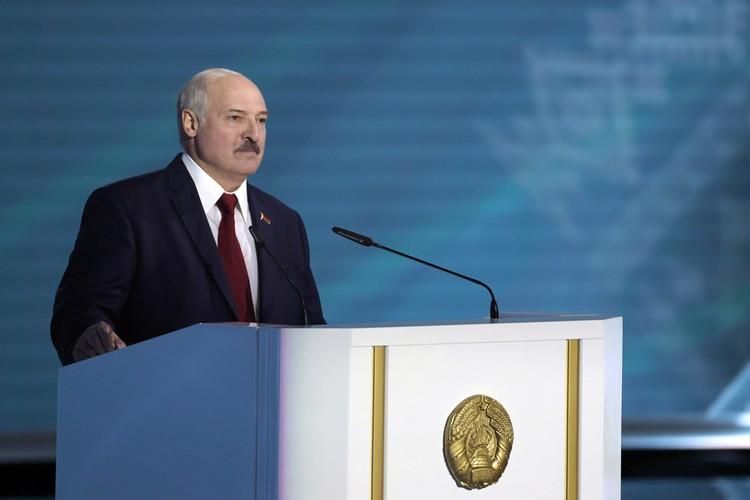 Никогда раньше Лукашенко не строил предвыборную стратегию на угрозе с Востока
