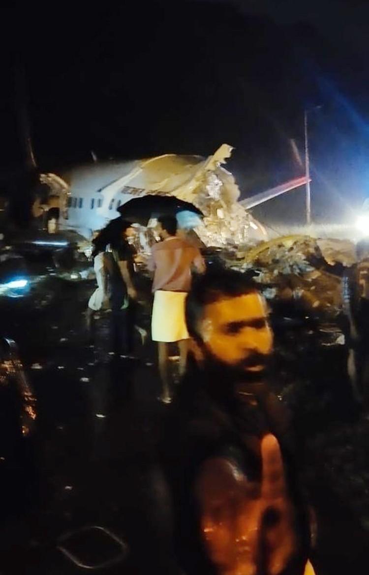 В Индии при посадке разбился пассажирский самолет