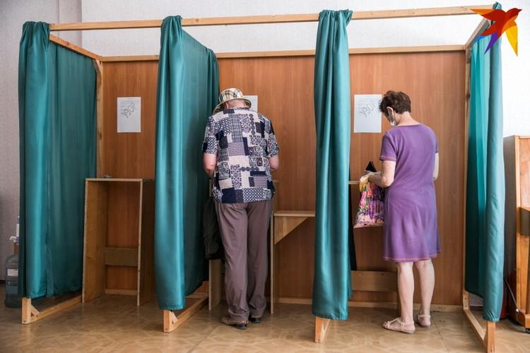 Некоторые избиратели хотят задернуть штору, чтобы голосовать как привыкли