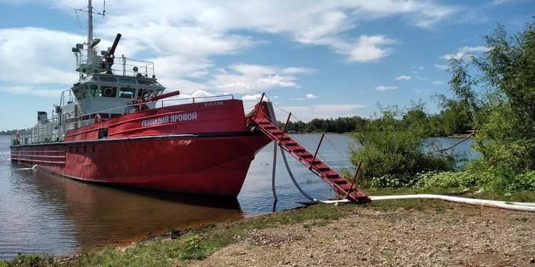 Для ликвидации огня привлекался даже пожарный корабль
