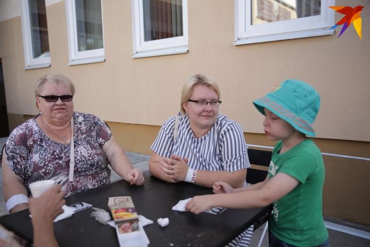 Светлана Михайловна и Екатерина в списках избирателей увидели своего мужа и отца. Мужчина умер в марте