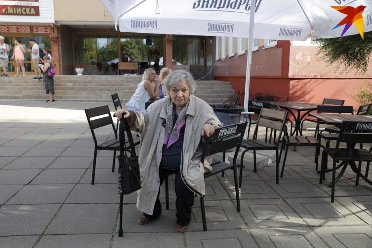 Пенсионерка не называет своего имени. Женщина уверена, что, кроме действующего президента, голосовать не за кого