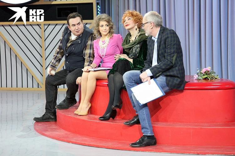 В новые пассии писателя записали его коллегу и партнёршу по шоу Юлию Барановскую