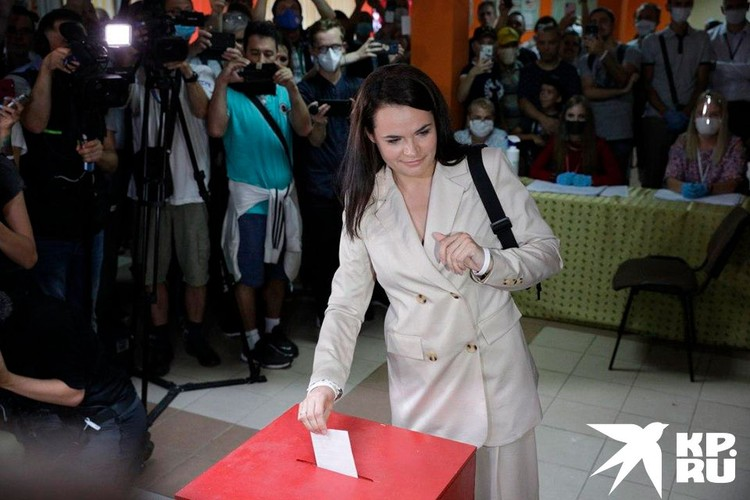 Светлана Тихановская на избирательном участке