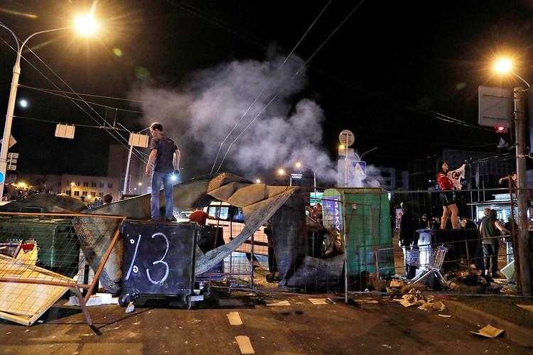 В Белоруссии дошло до баррикад и «коктейлей Молотова»