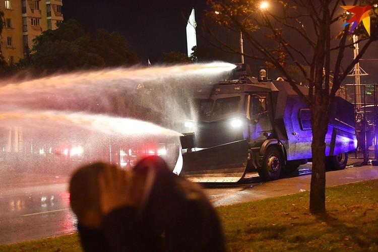 Силовики разгоняли участников протество в столице водометами, светошумовыми гранатами и резиновыми пулями.