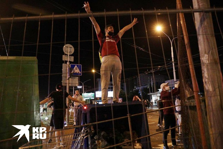 Это еще удивительно, что белорусов вообще смогли так раскачать - до протестов на улице