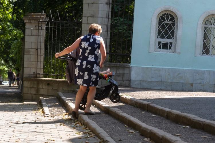 Даже в центре города есть неудобные места для людей с колясками