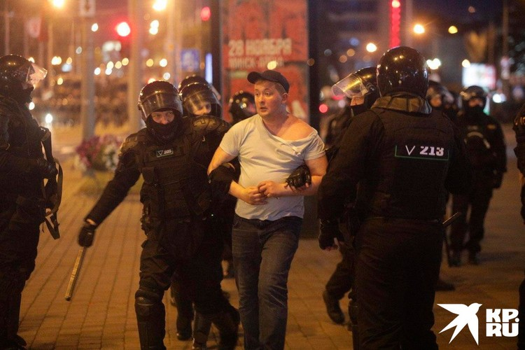 Тут просто классика. Украинский сайт «Миротворец» по-белорусски. В местных Телеграм каналах распространяются личные данные офицеров - правоохранителей (с адресами и телефонами) с призывом звонить им и интересоваться, как же они дошли до такой жизни.