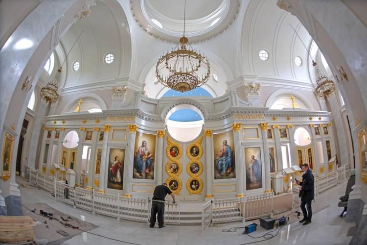 Убранство церкви строгое, лаконичное – в стиле «зрелого» классицизма. Фото предоставлено фондом «Созидающий мир».