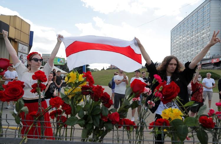 Несмотря на отсутсвие сети, белорусы проводили акции протеста на улицах