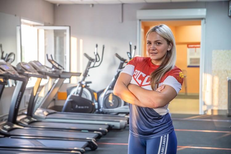 По вечерам Светлана работает тренером и помогает другим людям похудеть