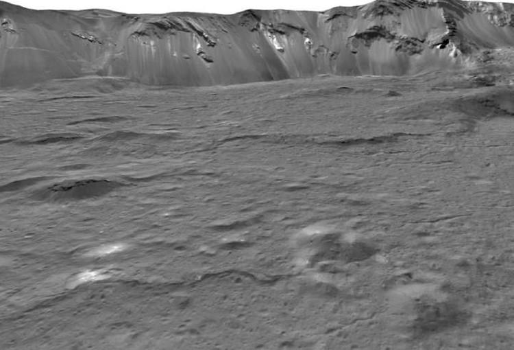 Кратер Оккатор раскинулся более, чем на 90 километров.