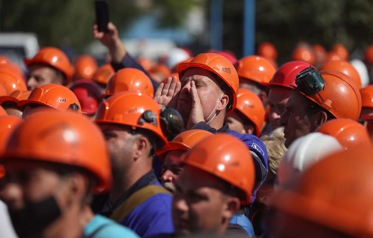 В пятницу к акциям протеста присоединились тысячи рабочих крупнейших предприятий Белоруссии.