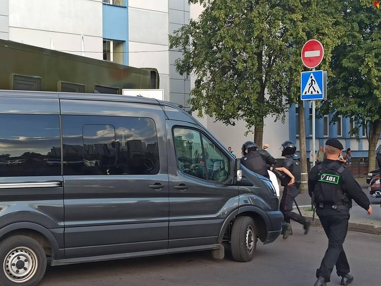 Команды на задержание отдает старший на участке.
