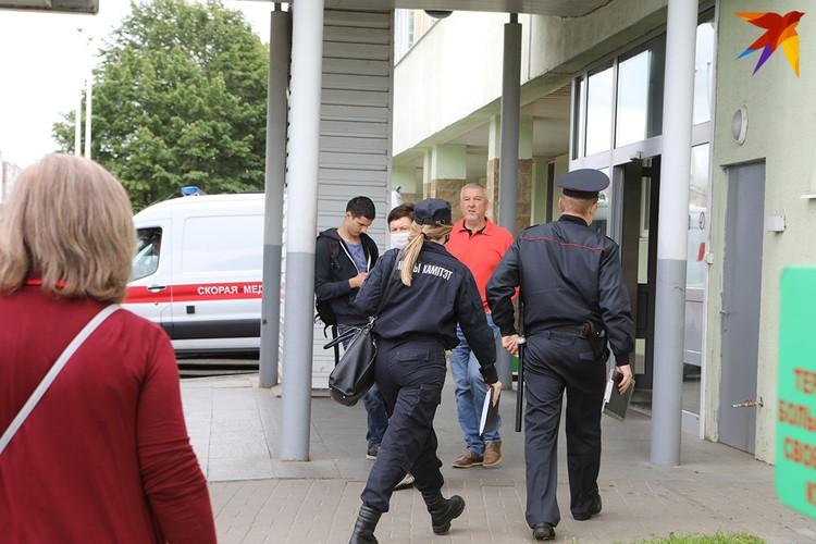 Силовики избили сотрудника государственного телеканала, сейчас он в больнице.