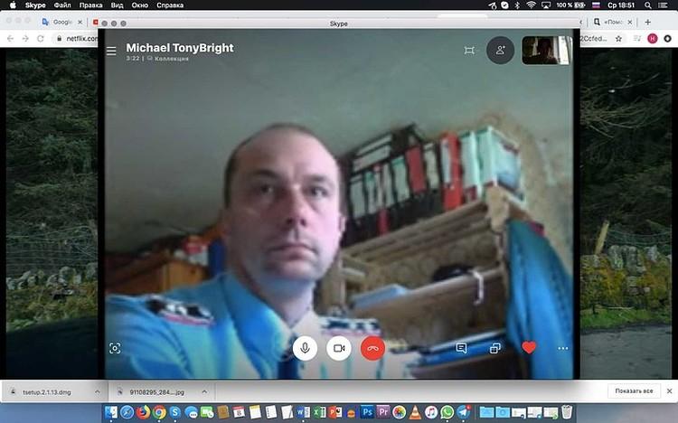 Скрин изображения Тони во время разговора по скайпу