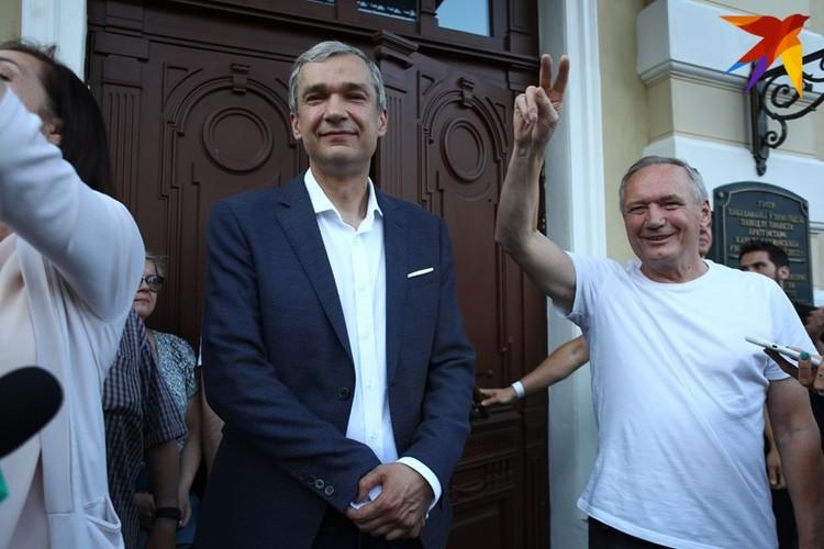Поддержать Латушко 17 августа приехал поэт Владимир Некляев.